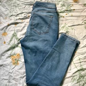 Old Navy Super Skinny Jeans built in sculpt